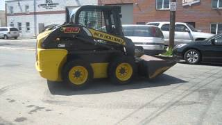 2011 New Holland L218 Skid Steer Loader with Cabinet & AC & Heater-Video 2