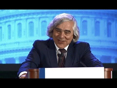 Dr. Ernest Moniz, U.S. Secretary of Energy, Recognizing AEE