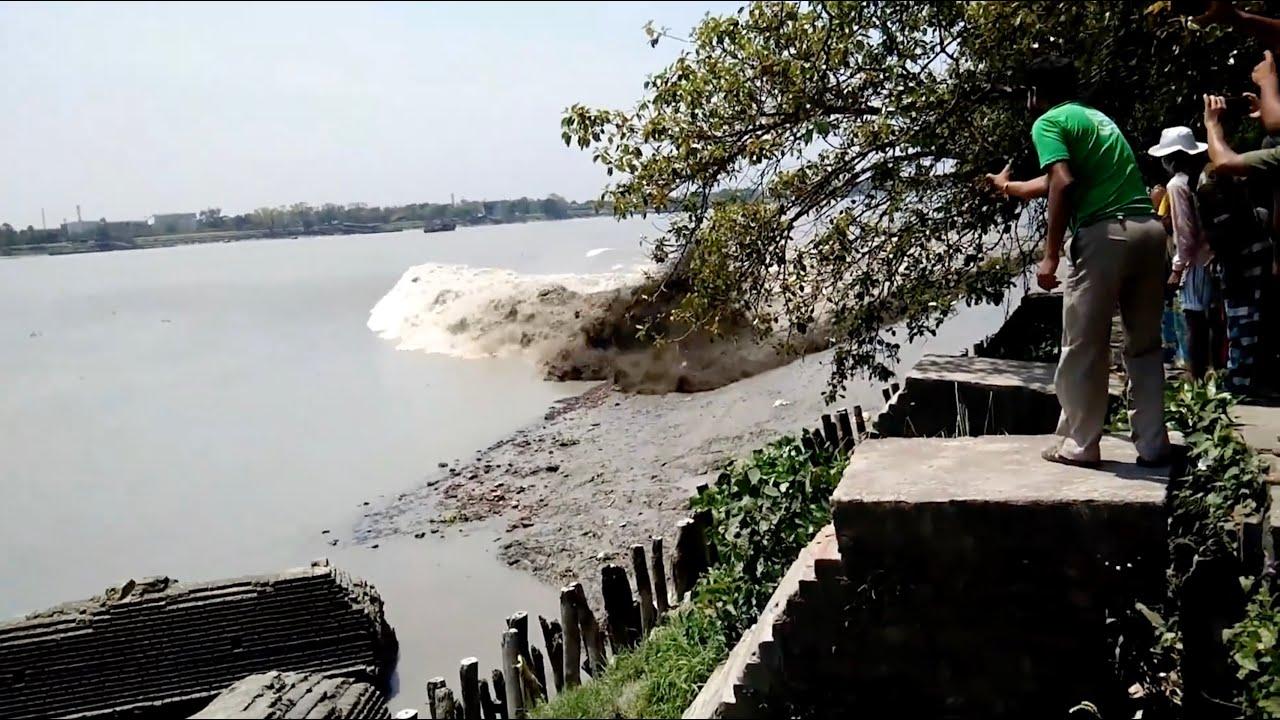 Powerful Tidal Bore WIPES OUT Docks like a Tsunami! [Watch Until End] | Ganga River, Kolkata