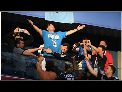 Argentina World Cup: Maradona flashes middle fingers, Andres Cantor nearly ...