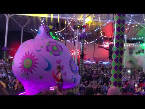 Gold Coast Movie World - Carnival Parade 2016