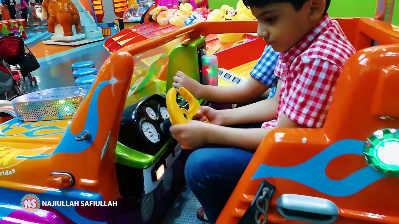 Wonderland LuckyOne Mall Karachi | Najiullah & Safiullah having Fun