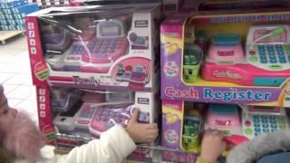 Детский шопинг в магазине RICH FAMILY