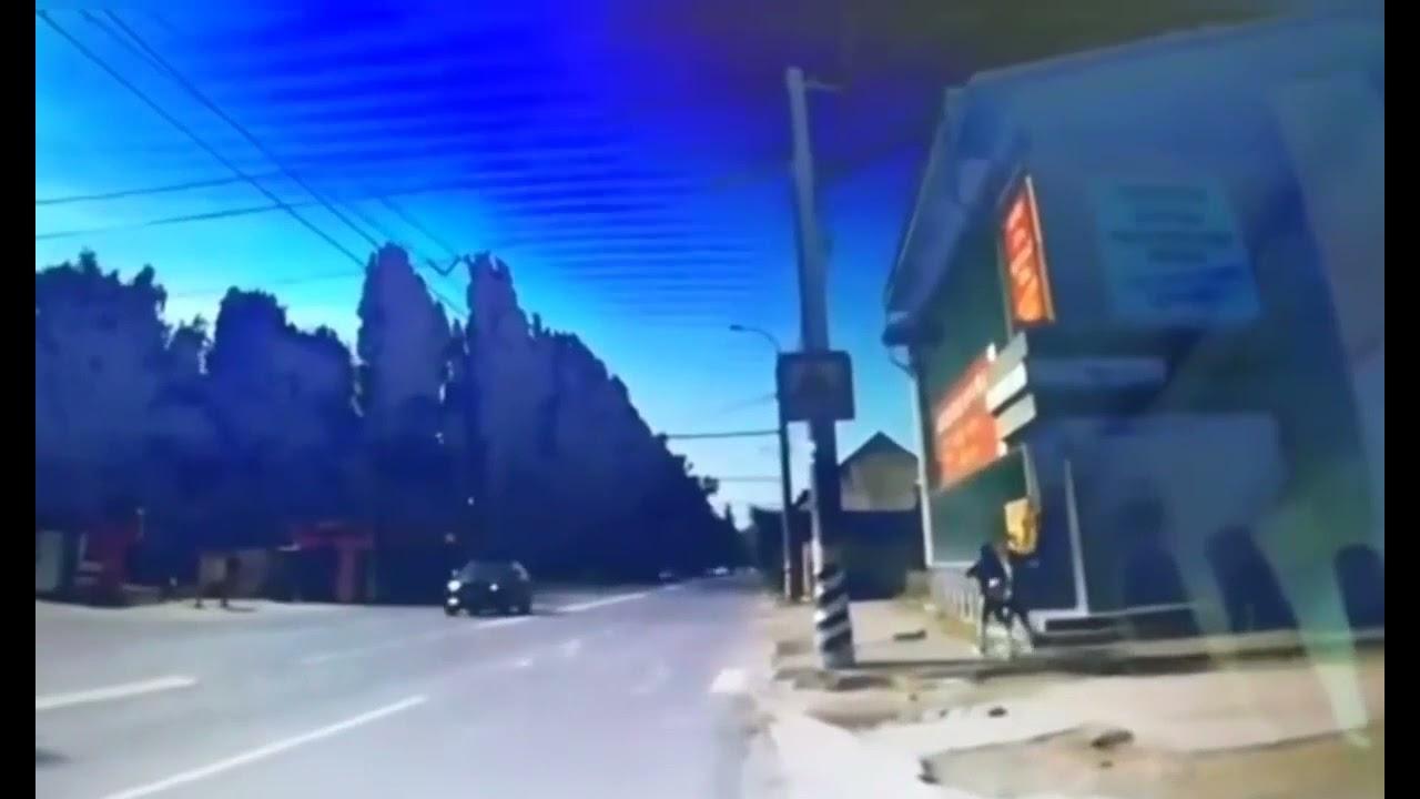 В Балакове иномарка сбила перебегавшую дорогу школьницу
