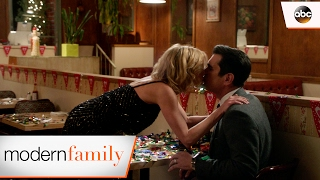 Video Claire's Magical Date for Phil - Modern Family 8x12 download MP3, 3GP, MP4, WEBM, AVI, FLV Agustus 2017