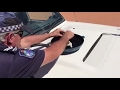 ¡Vaya calor hace en Australia! Un policía fríe un huevo sobre su coche