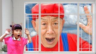 으악!! 할아버지가 커졌어요!! 미니 유니의 마법의 물약 택배 히어로 놀이 플래쉬맨 스파이더맨 앤트맨 거미 대결 Magic Hero Drinks - 로미유 스토리 Romiyu
