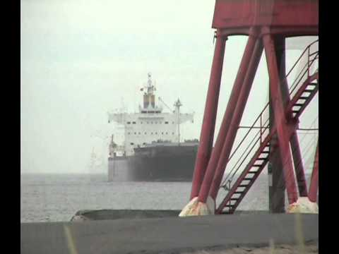 Bulk Carrier Lowland Kamsar arrives on the Tyne from America 2nd July 2013