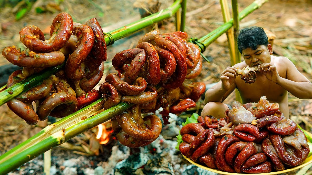 Survival in Rainforest Grilled Pig Intestine BBQ Eating with Chili Sauce - Cooking Pork Intestine