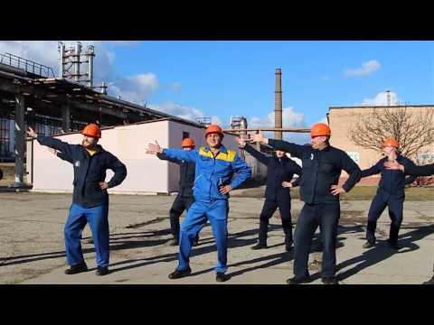 Видеопоздравление мужчин завода Полимир женщинам на 8 Марта
