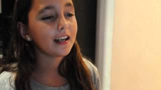 Jimena cantando CHANDELIER de Sia