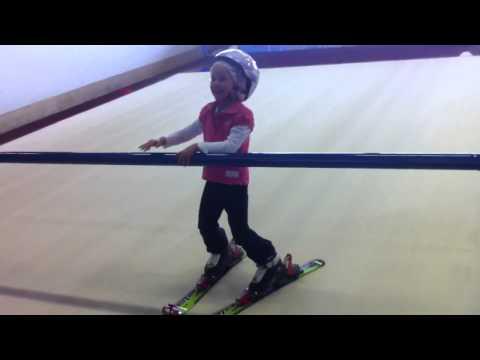 Sophie op de ski's