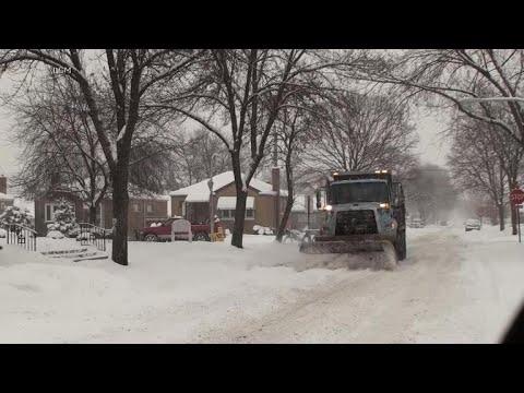 Midwest snow shuts down schools, cancels flights
