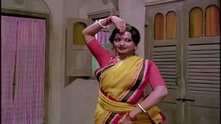 Rekha hot dance # Do Anjaane movie
