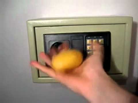 Как вскрыть домашний сейф