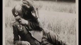 И на войне есть место любви и надежде. После Победы над Берлином разносилось русское «горько».