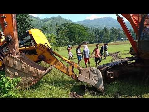 JCB vs Excavator.