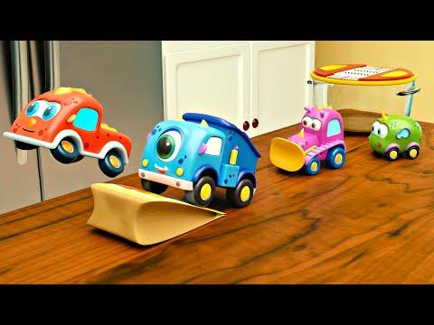 Машинки Мокас устроили Гонки на кухне. Новые мультики для детей
