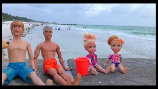 Family beach day ! Elsa & Anna toddlers - sand play