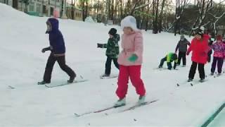 Первый урок физкультуры на лыжах 11.01.2018