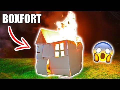 BOX FORT ON FIRE!! 📦🔥