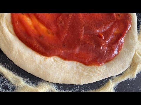 طريقة-تحضير-البيتزا-الإيطالية-على-المباشر-مع-sortir-au-maroc