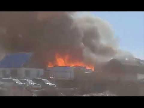Около Кодинска горит склад местного лесоперерабатывающего завода.