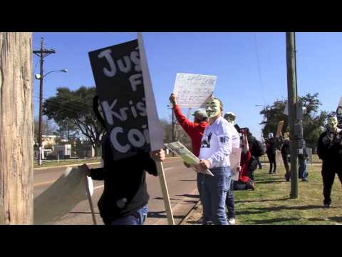Small crowd peacefully protests at Longview Police Department