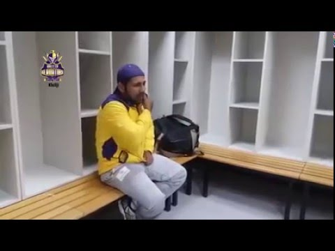 Sarfraz thinking he's alone recites 'Main Madine Chala