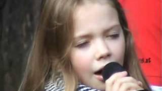 Talent Lara Krause singt