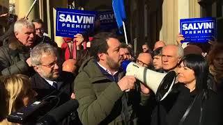 🔴 Matteo Salvini e Claudio Borghi davanti alla ex sede di Banca Etruria ad Arezzo.
