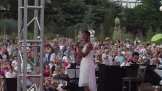 Watch Natalie Cole Its All Right With Me video