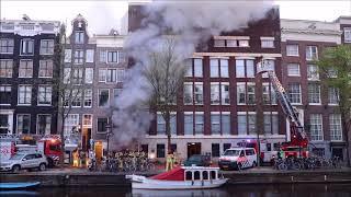 Grote brand in grachtenpand aan de Singel in Amsterdam