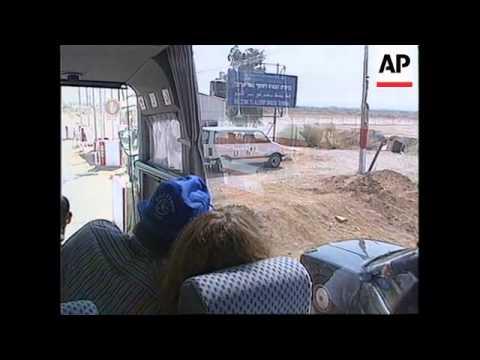 ISRAEL - First Tourists Cross Allenby Bridge