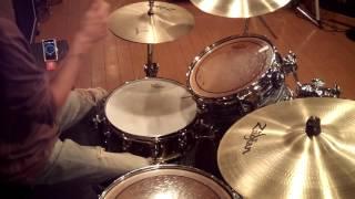 ジェフ・ベックのレッド・ブーツの頭のドラムを真似してみました。 譜面...