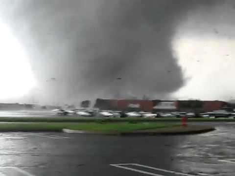 April 27, 2011 Close Range Mississippi Destructive Tornado!