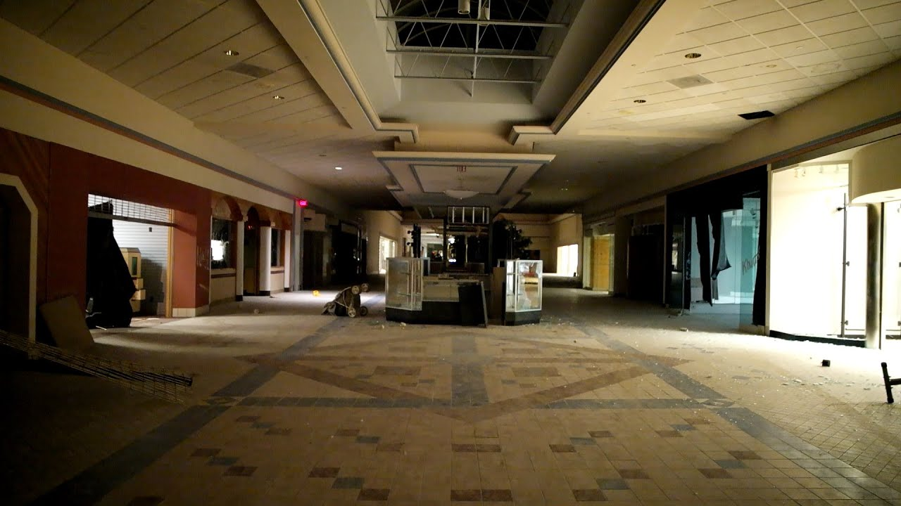 Abandoned Mall With Power Found Creepy Statues Youtube