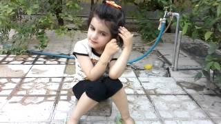 بیت و شعر خواندن دختر بچه زیبای تهرانی در ماه یولی ۲۰۱۴ میلادی،اوایل مرداد ماه ۱۳۹۳ شمسی