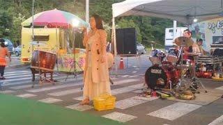 미모의 한여인이 조까치품바팀 공연에 깜짝 등장!~노래 짱~~^^♡