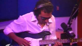 "Bombino performing ""Ahoulaguine Alkaline"" on KCRW"