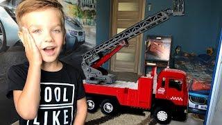 Увеличил подъемный кран и достал новые машинки Хот Вилс. Видео для детей.