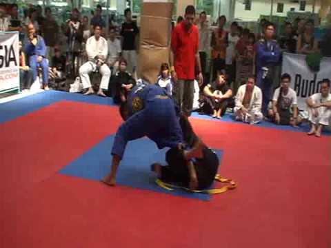 Makoto Ogasawara vs Ross Dallow  FBT Thailand BJJ/Sub-Grappling 2009 (brown belt) pt 2