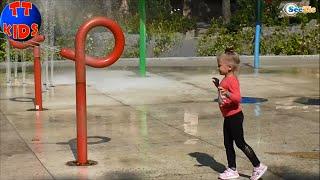 ✔ Девочка Ярослава – прогулка в Парке с Аттракционами. Видео для детей / Yaroslava walk in the park
