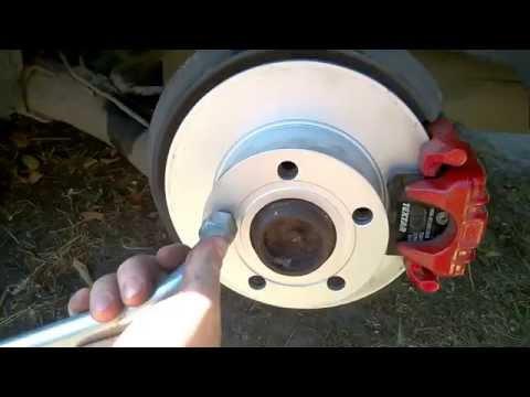 Замена задних тормозных колодок и дисков Audi A6 C5