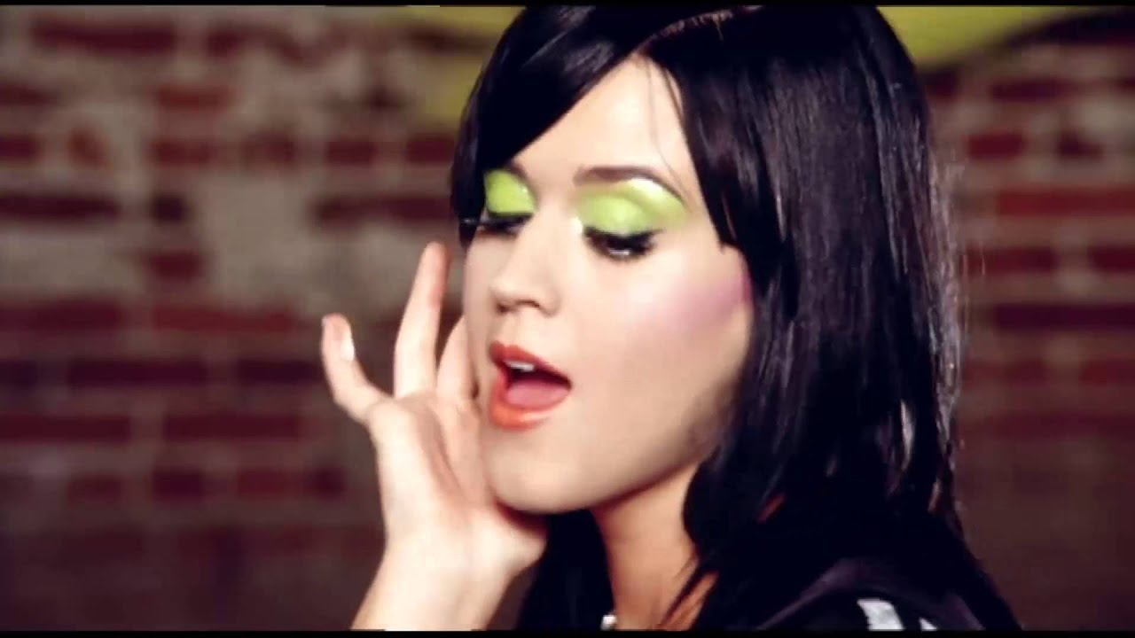 15 Aos Ludmila Clip - Hot N Cold - Katy Perry - Youtube-2411