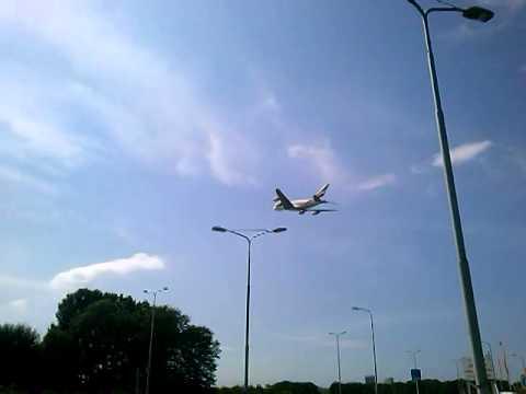 Emirates A380 stijgt op van de Aalsmeerbaan op Schiphol, 3-08-2014