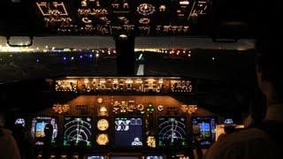 Aterrizaje nocturno en Lima con un 737 de Aerolíneas Argentinas. Filmado en la cabina