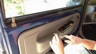 Comment démonter le panneau de porte sur Twingo 1