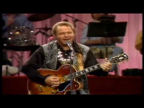 Roy Clark - Rollin My Sweet Baby&39;s Arms At The Tennessee State Prison 1977