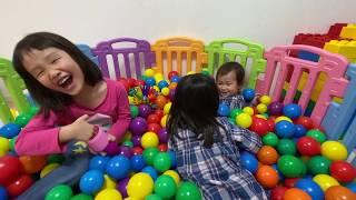 プリンセスの馬車からワープ!ボールプールで隠されたおもちゃを探そう!【ななはるコラボ】